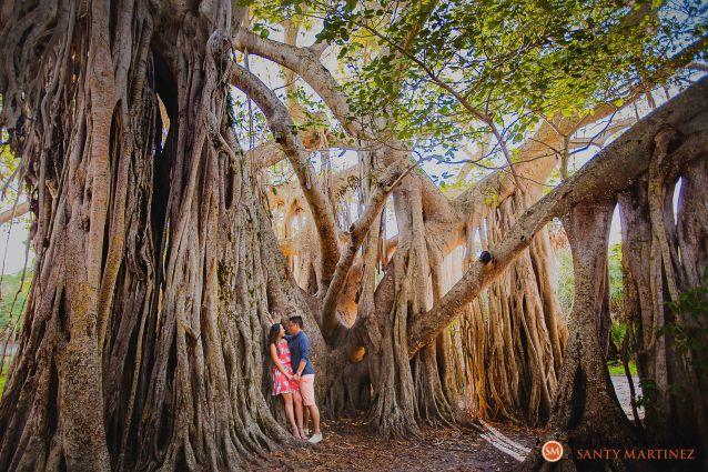 Engagement Session Hugh Taylor Birch State Park - Photography by Santy Martinez-4