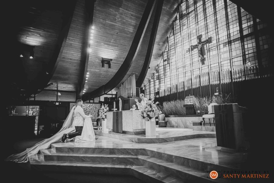 Wedding - St Hugh Catholic Church - Rusty Pelican - Key Biscayne - Photography by Santy Martinez-24