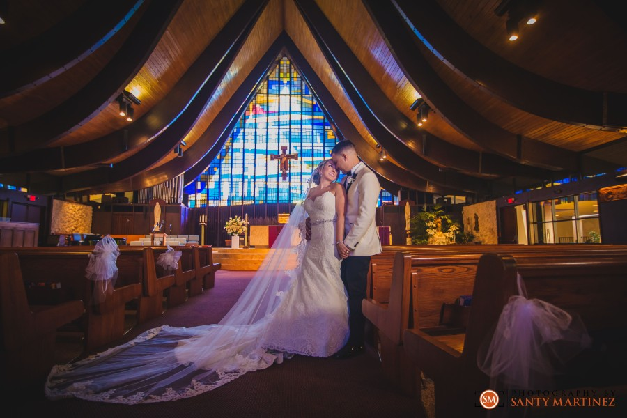 Wedding - St Hugh Catholic Church - Rusty Pelican - Key Biscayne - Photography by Santy Martinez-26